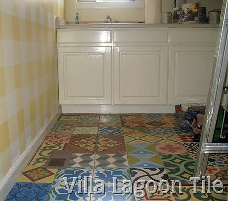 Laundryroom patchwork tile floor