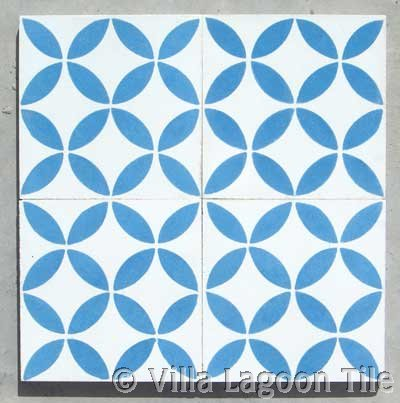Antique seventeenth century delft blue white tile for Blue and white cement tile